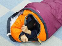 寝袋練習中
