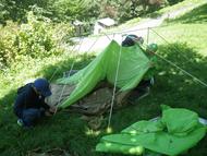 まずはテント設営