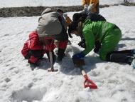 Aグループは雪像作り(雪のくつ)を楽しみました!