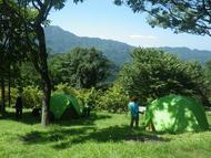 最高の天気の下、テント村ができました
