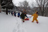 さっそく雪遊びへ!