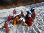 みんなで雪山づくり