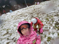 雪ではしゃぐみなさん!
