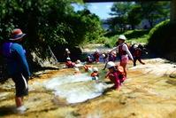 久須部川で遊ぶ