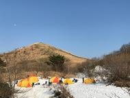 山の中のテント村