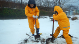 作業開始~!畑を掘って粘土質の土を取り出します!